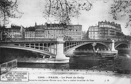 454 Crue de la Seine (jan-fév 1910) Pont de Sully. L'eau atteint le tablier du pont