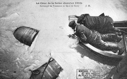457B Crue de la Seine (jan-fév 1910) Sauvetage de tonneaux-quai de Bercy