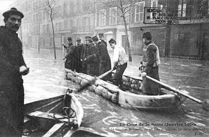 464 Crue de la Seine (jan 1910) Le général Armand visitant les lieux sinistrés