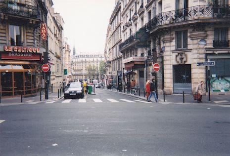 546 Rue de la Montagne Sainte Geneviève au niveau de la rue des Ecoles