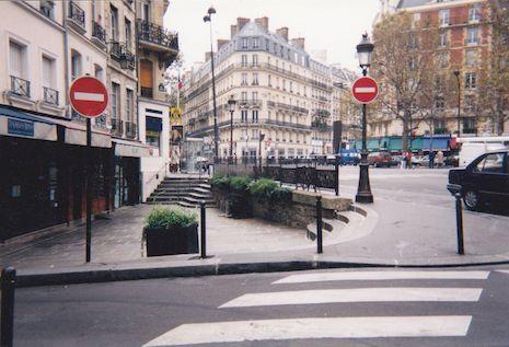 547 Place Maubert au niveau de la rue Maitre Albert