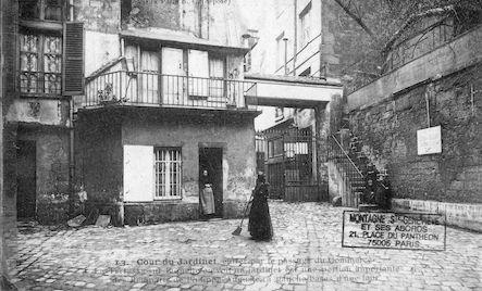 570 Cour du jardinet. Entrer par la Cour du Commerce. Remparts de Philippe Auguste