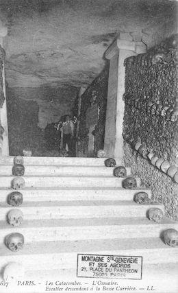 641 les Catacombes. L'ossuaire. Escalier descendant à la basse carrière