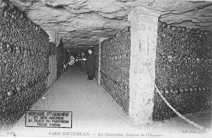 644 Les Catacombes. Galeries de l'Ossuaire