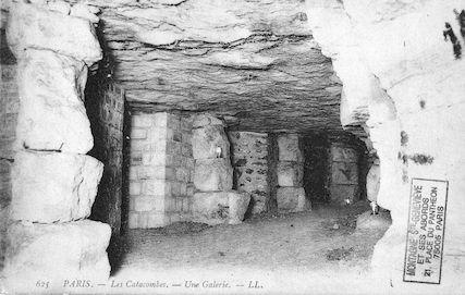 645 Les catacombes. Une galerie