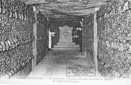 647bis Les Catacombes. Ossements provenant du cimétière de l'église St Laurent