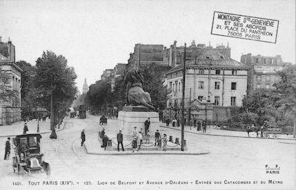 662 Lion de Belfort et Avenue d'Orléans. Entrée des Catacombes et du Métro