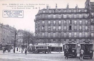 792.  Station des autobus à l'angle Avenue des Gobelins et Boulevard Arago