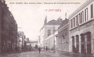 824.  Rue Jeanne d'Arc depuis la caserne des pompiers