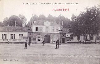 831. Les écoles de la place Jeanne d'Arc