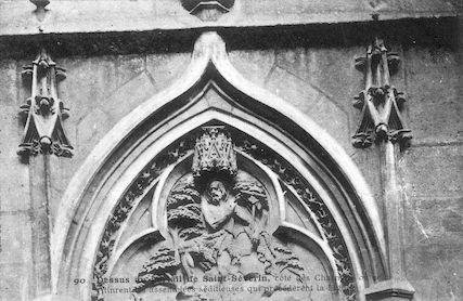 911 Dessus du Portail de l'église Saint Séverin