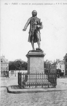 951 Statue de J.J. Rousseau sur la place du Panthéon
